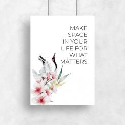 Plakat z żurawiem i maksymą: make space in your life for what matters
